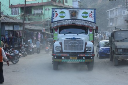 lawngtlai-truck