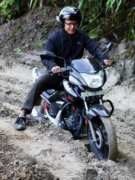 motorbiking-dirt-road