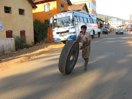 Single wheel vehicle