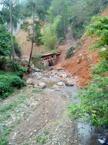 Broken bridge over Chite