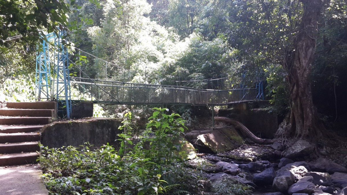 A foot bridge on the way of Irupu Falls